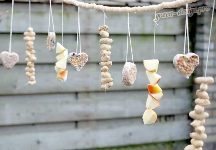 Кормушки для птиц в форме бусов
