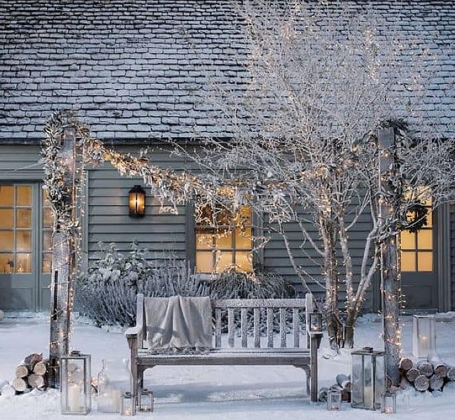 Фото новогодней скамейки в дворе
